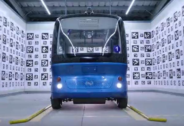 """全球首款L4级量产自动驾驶巴士""""阿波龙""""正式量产下线"""